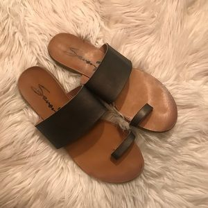 Seven 7 Lucy Toe Ring/Thick Strap Sandals